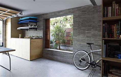 Narrow Intimate Sydney Residence Enhanced by Greenery