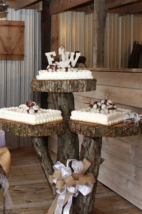 Wedding Cupcake Table Decorations by Best 25 Rustic Cake Tables Ideas On Barn