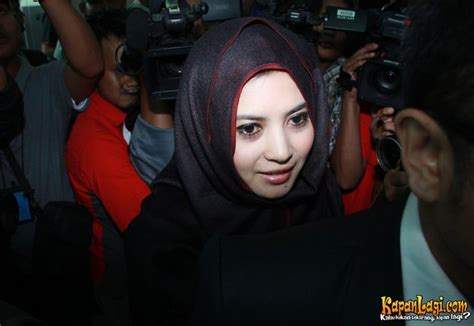 jilbab buka baju berbagai ekspresi kocak cinta laura ratu ekspresif cinta