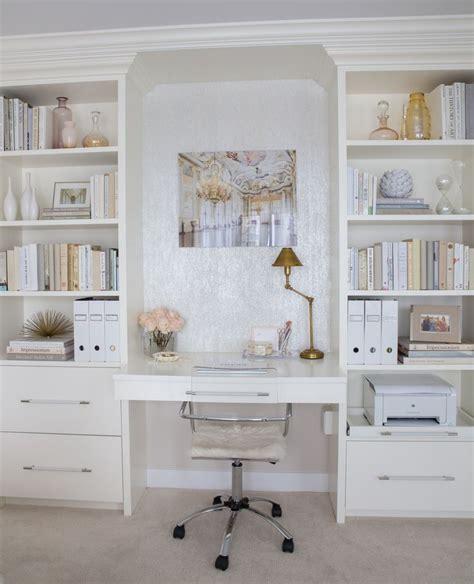 Built In Vanity Bedroom by Best 25 Built In Vanity Ideas On Organize