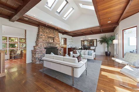 modern crown molding open floor plan 39 beautiful living rooms with hardwood floors designing