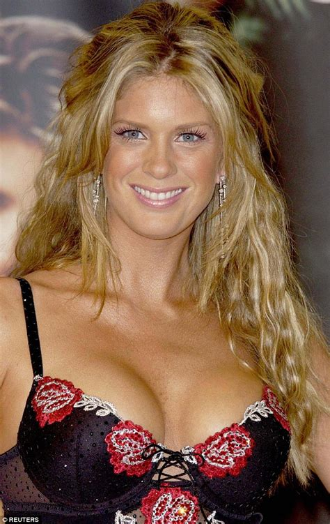 Former Sports Illustrated Model Rachel Hunter Goes Makeup Free Daily Mail Online