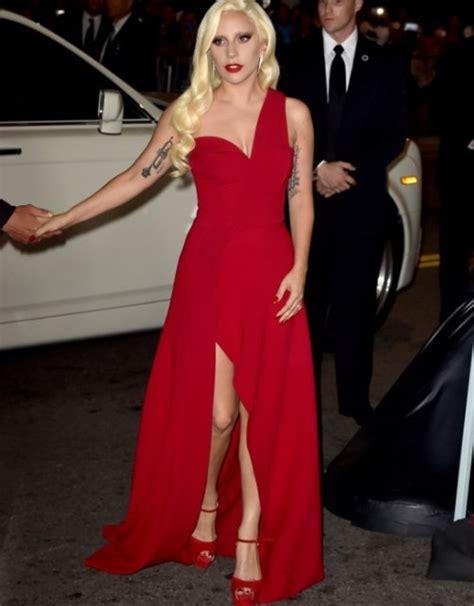 Sofisticados Recargados Y Escandalosos 10 Atuendos De Premio Lo Nuestro 2019 Mar 237 A Canseco Gaga Deja Atr 225 S La Excentricidad Y Sorprende Con Elegante Vestido En Premiere De Ahs Hotel