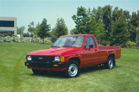 toyota trucks 1986 toyota pickup front three quarters photo 35