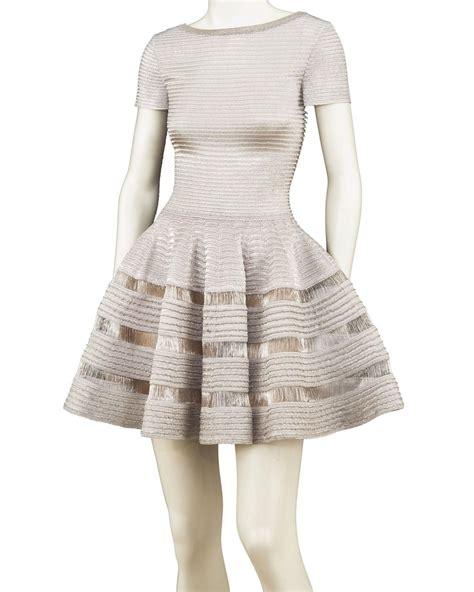 la garde robe la garde robe de mouna ayoub mise aux ench 232 res le figaro