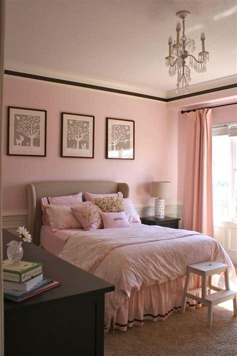 helles altrosa wandfarbe farbkombination im m 228 dchenzimmer mit rosa und braun
