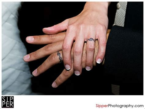 ring tattoo finger kosten wedding band tattoo ink pinterest