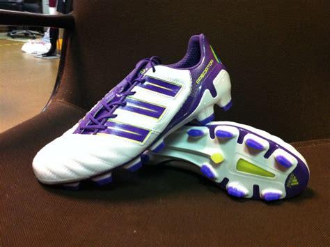 Daftar Sepatu Bola Voli Adidas daftar harga sepatu bola adidas terlengkap dan terbaru