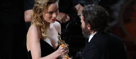 brie larson casey affleck brie larson snubs casey affleck during best actor win