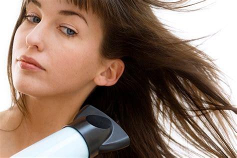 Hair Dryer Menggunakan Baterai 7 kesalahan saat menggunakan hair dryer yang harus kamu
