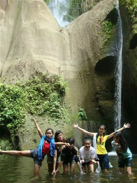 Lu Dinding Outdoor Seri 07 me and my friends in the trekking destination ambon ambon f picture of amansinaya mountain