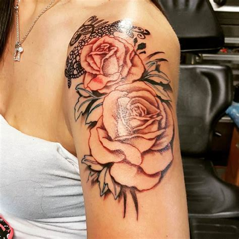shoulder roses tattoo shoulder tattoos www imgkid the image