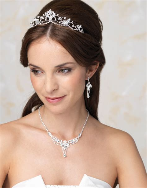 Wedding Hair Tiara by Wedding Tiara For Different Kinds Of Hairstyles