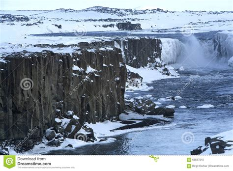 fotos islandia invierno cascada selfoss en islandia invierno foto de archivo