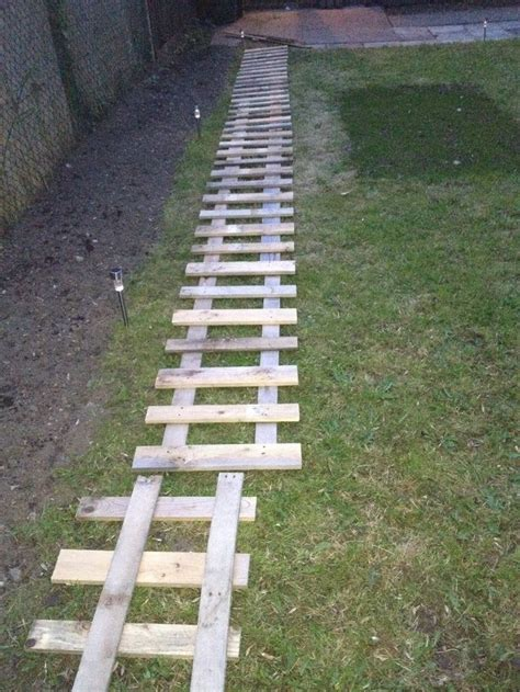 Pallet Garden Fence by Pallet Fence Garden Time