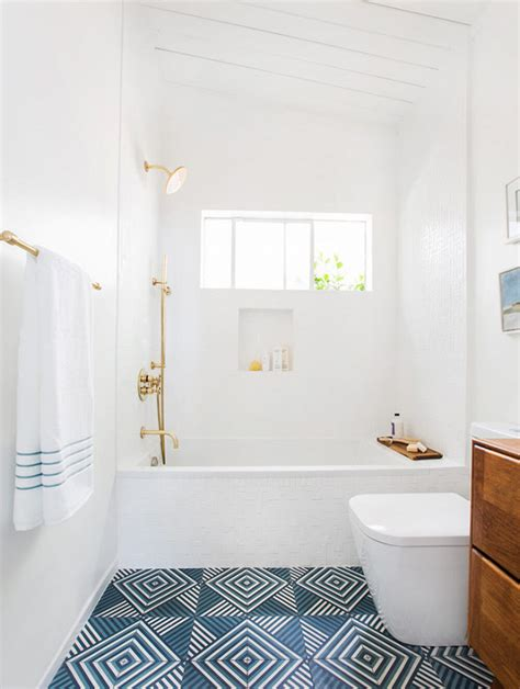 Best Paint For Bathtub by The Best Small Bathroom Paint Colors Pinlavie