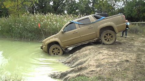jeep grand avalanche chevy avalanche mudding at the cliffs offroad park