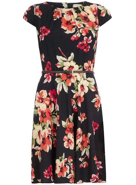 Get The Look Black White Floral Dresses For 100 by Get The Look Kate Middleton S Floral Erdem Dress Foto 5