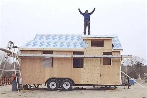 tiny houses tv show tiny house nation tv co host zack giffin on tonight