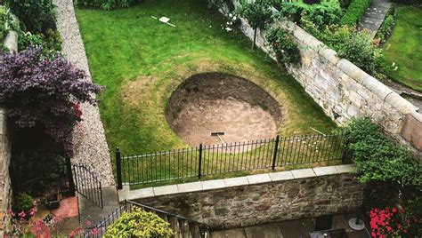 someone has built a road hole bunker in their backyard and