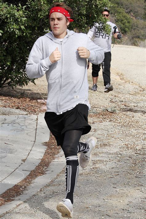 justin bieber continues to work out through the holidays footwear news