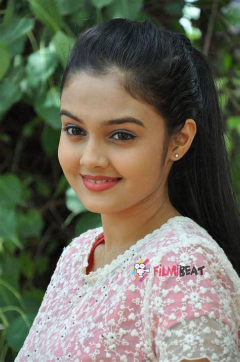 telugu new photos pragathi new telugu actress photos pragathi new telugu