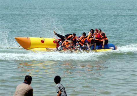 banana boat ride port dickson banana boat operators still engaging in dangerous stunt