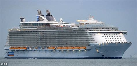 titanic vs big boat oasis of the seas world s largest cruise ship to be