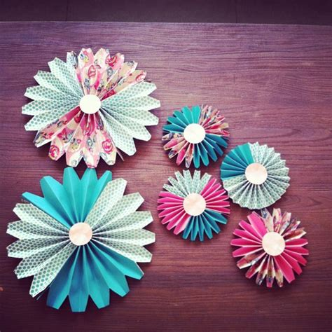 Make Paper Fans - how to make paper fan decorations parenting living