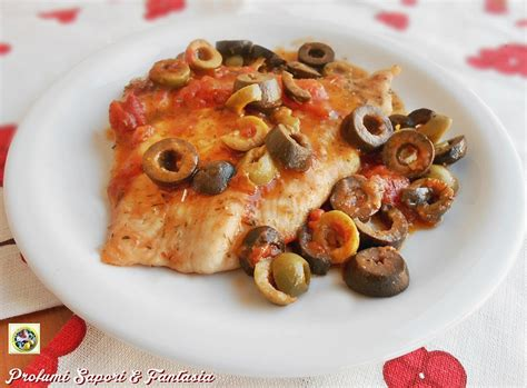 come cucinare petto di tacchino fette petto di tacchino al pomodoro basilico e olive ricetta facile