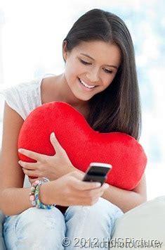 cara membuat wanita jatuh cinta lewat sms cara mendekati cewek lewat sms ciricara