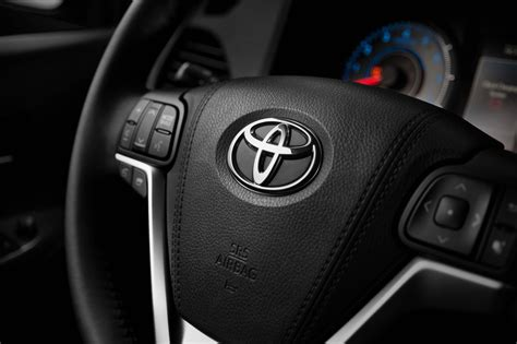 toyota steering wheel 2015 toyota sienna first drive motor trend