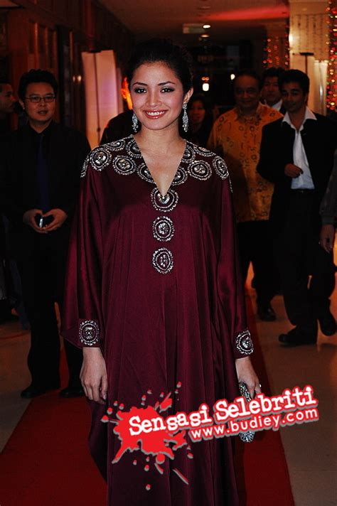 film malaysia lari gambar selebriti di karpet merah di kl international film