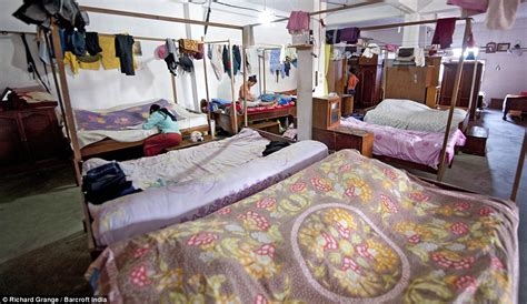 worlds biggest bedroom the world s biggest family ziona chan has 39 wives 94
