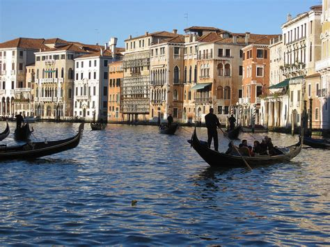 different types of boats in venice venice boat gondola venice palaces gondola