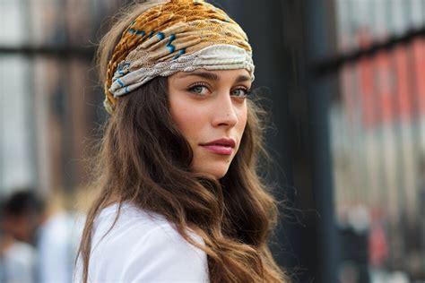 street style hair scarves headwraps this year fashion trend 2018 fashiongum com