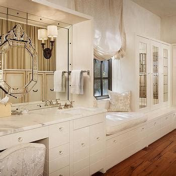 Dressing room mirrored cabinets design ideas