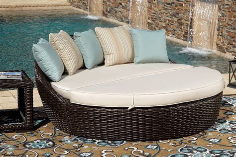 10 Outdoor Daybeds You Ll Want To Use Indoors Using Outdoor Furniture Indoors