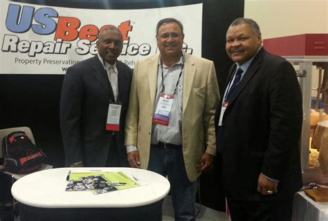 Mba Conference In Dallas Tx by Former And Nfl Great Tim Brown Signs Autographs