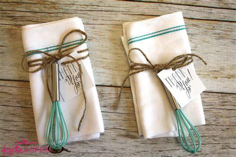 kitchen bridal shower favor ideas diy bridal shower whisk tea towel favors kate aspen