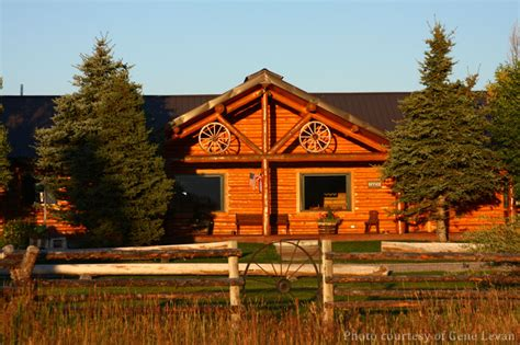 charming cabin near yellowstone national park beautiful