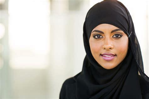 muslim women stock photos and images 7366 muslim women la blackeuse nice les policiers obligent une musulmane