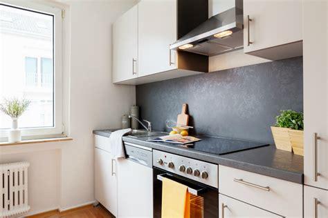 küchen einrichten kleine dachschr 228 ge k 252 che