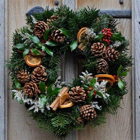 diy corona de pinas de pinosjpg 1001 ideas de coronas de navidad con instrucciones paso