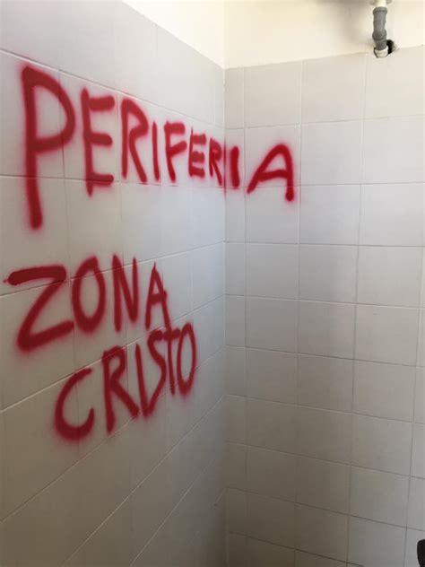 scritte nei bagni scritte offensive nei bagni della stazione di casale