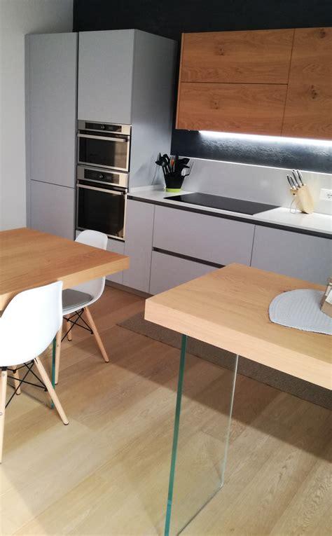 cucina grigio rovere cucina grigio opaco con particolari in legno di rovere