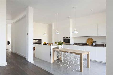 clean polyurethane island binnenkijken licht ruim woonhuis stek woon lifestyle