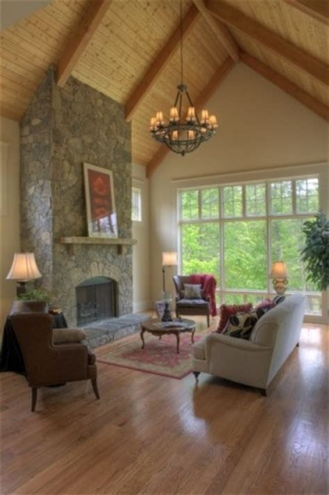 Fireplace Vaulted Ceiling by Fireplace And Cathedral Ceiling Building Ideas