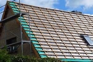 dach selber decken anleitung zum dachdecken so bringen sie dachlatten an