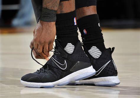 Sepatu Basket Nike Lebron 15 On Court Maroon White Merah Marun Putih nike lebron 14 black release date 921084 002 sneaker